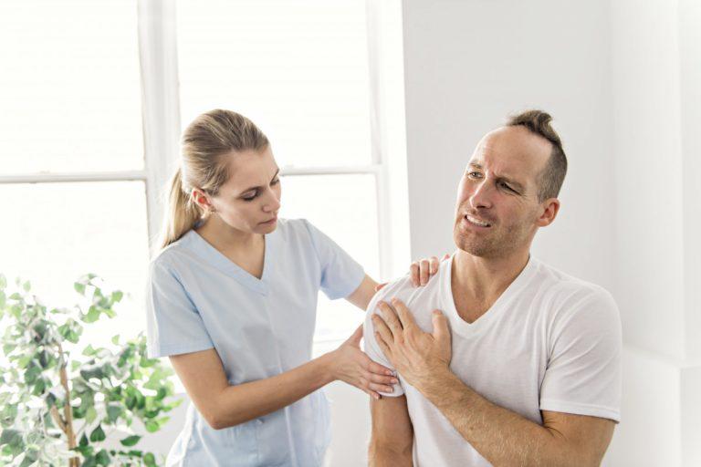 Rückenschmerzen: Schmerzen zwischen den Schulterblättern
