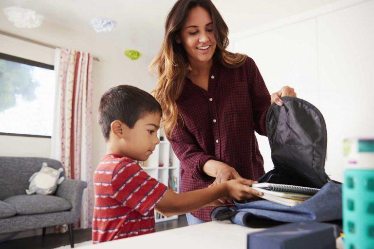 Die ersten Wochen in der Grundschule: Die Schultasche richtig packen