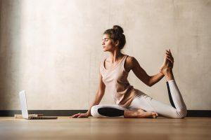 Mit diesen Yogaübungen entwickeln Sie Offenheit und Optimismus