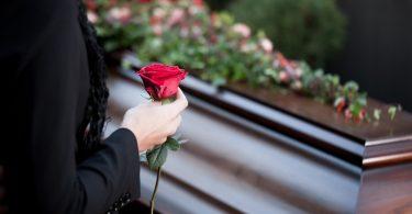 Trauerkarte schreiben – so geht es einfacher