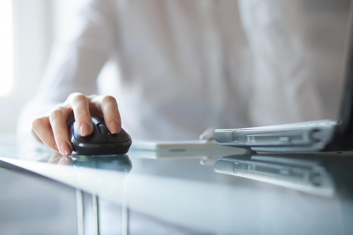 Schmerzen im Handgelenk können von der Computermaus kommen