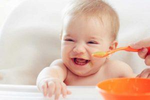 Milchfreier Obst-Getreidebrei als zweiter Schritt der Beikost