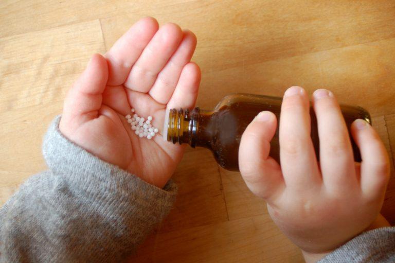 Kinder mit Homöopathie sanft behandeln