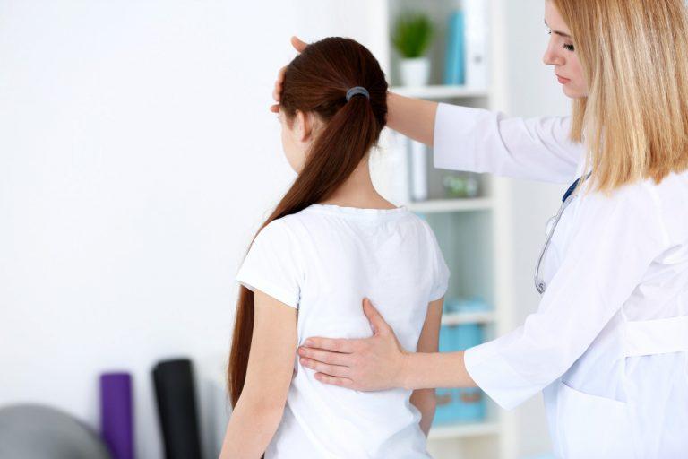So schützen Sie Ihr Kind vor Rückenschmerzen