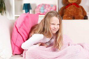 Welche Heilmittel helfen bei Bauchweh bei Kindern?