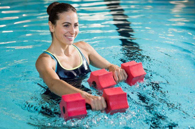 5 Aqua Fitness–Übungen für mehr Kraft und Ausdauer