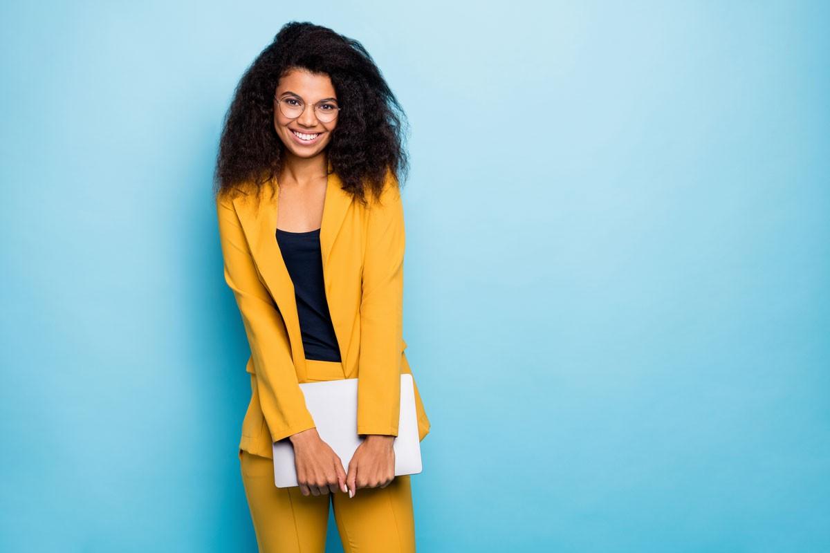 Berufsbekleidung für Frauen: Worauf kommt es an?