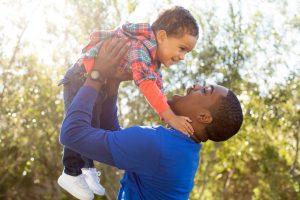 Warum eigene Kinder das Herz von Männern schützen