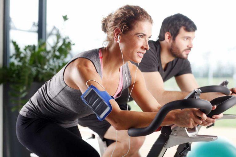 Fitnesstraining zu zweit – die besten Workouts für Paare