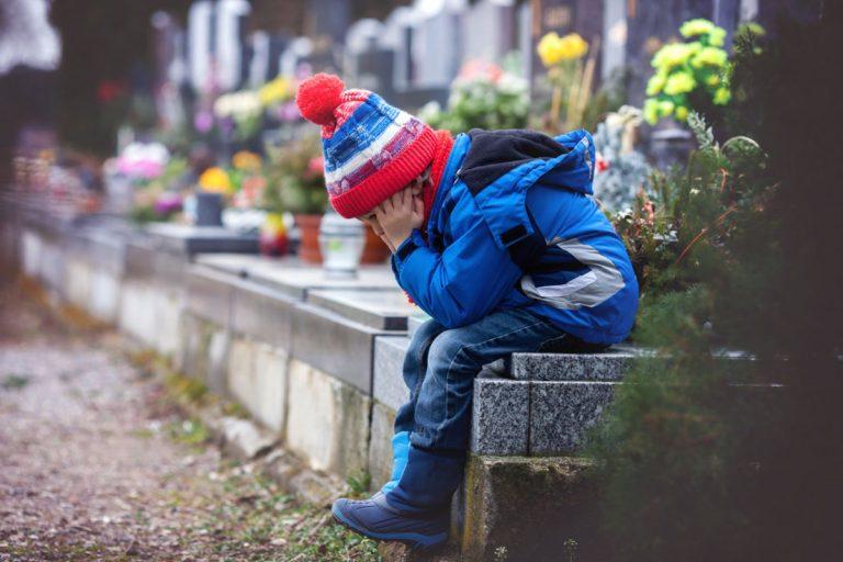 Kindern beim Trauern helfen mit einem Ritual