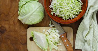 Basische Herbstrezepte: Weißkohl-Salat mit Ingwer und Cranberries