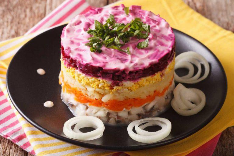 Russischer Hering-Schicht-Salat für die kalten Tage