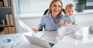 Zurück in den Job – Tipps für den Wiedereinstieg nach der Elternzeit