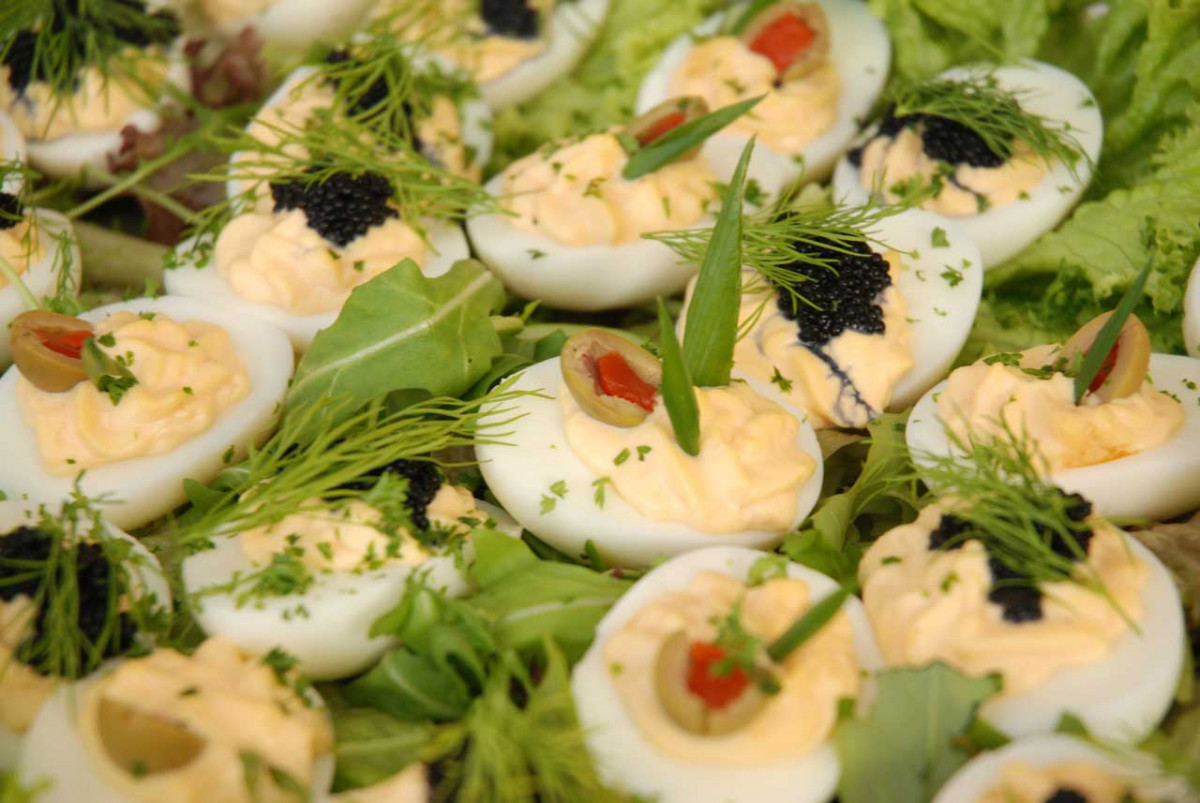 Russische gefüllte Eier als Idee für eine Vorspeise - nicht nur zu Weihnachten