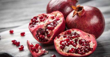 Wie esse und verarbeite ich einen Granatapfel richtig?