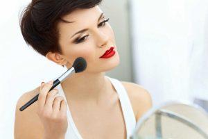 Make-up für Beruf und Alltag: Perfektes Styling in 10 Minuten