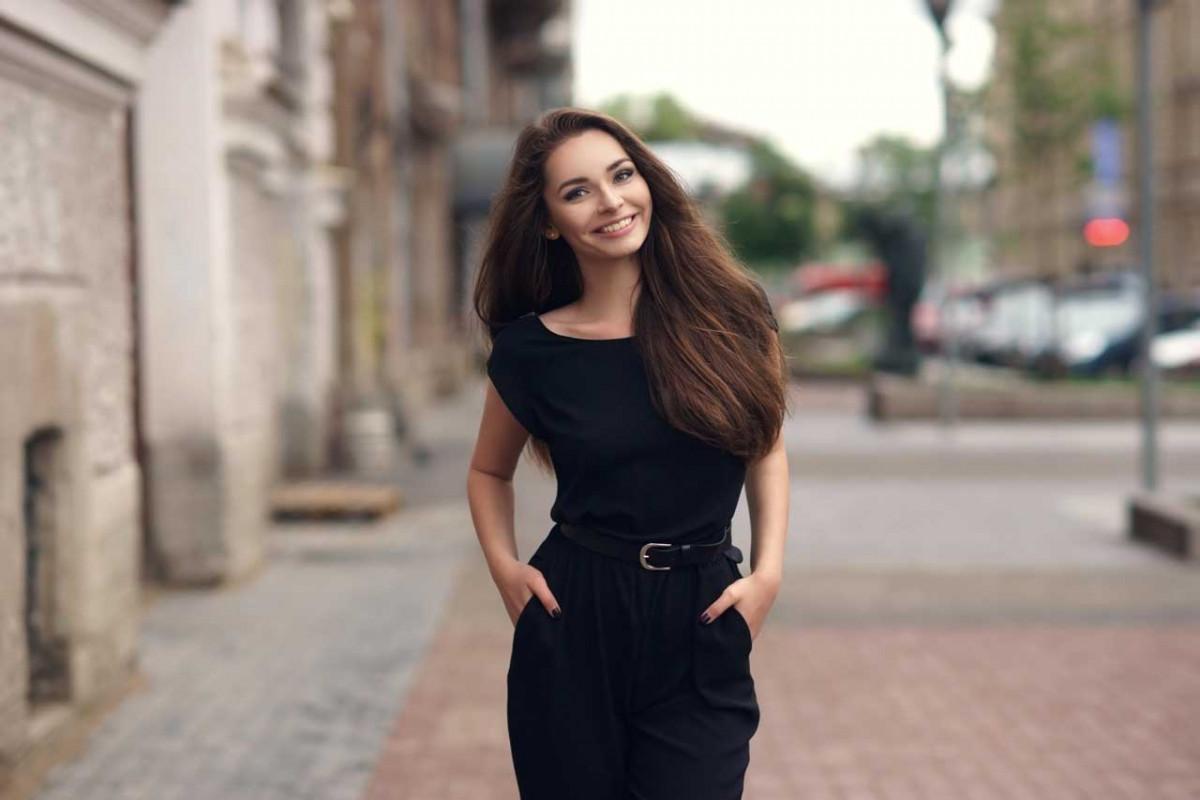 Wie style ich mein schwarzes Kleid?