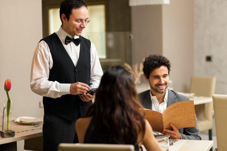 Dinieren statt blamieren – Zeigen Sie gute Tischmanieren