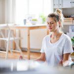 Autogenes Training: Entspannen mit der Schwere-Übung