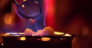 Silvesterparty mit selbstgemachter Feuerzangenbowle feiern