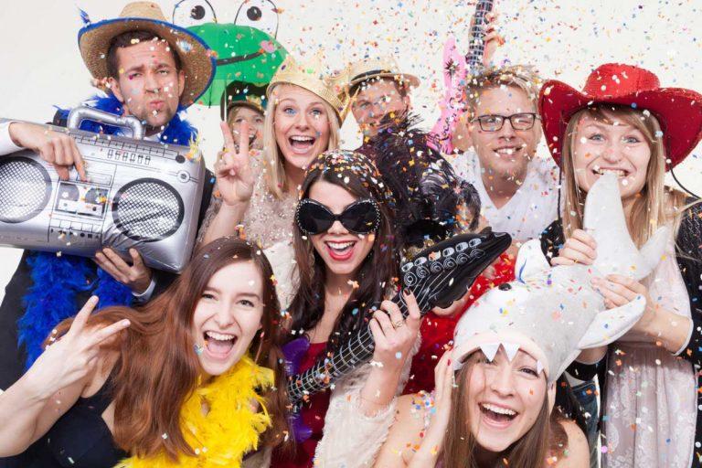Zu Hause Fasching feiern und Kostüme für Kinder basteln
