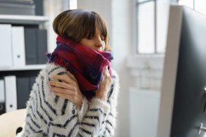 Ständiges Frieren: Behandeln Sie die Ursachen