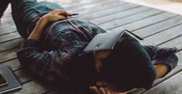 Powernapping: Tipps für Ihren Mittagsschlaf im Großraumbüro