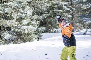Schneeballschlachten: Wer haftet bei Schäden?