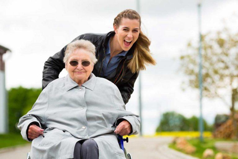 Basale Stimulation in den normalen Pflegealltag integrieren