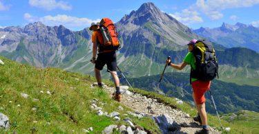 Wandern mit Wanderstöcken – darauf sollten Sie achten
