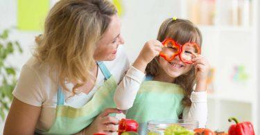 Praktische Tipps, wie Sie gemeinsam mit Kindern kochen