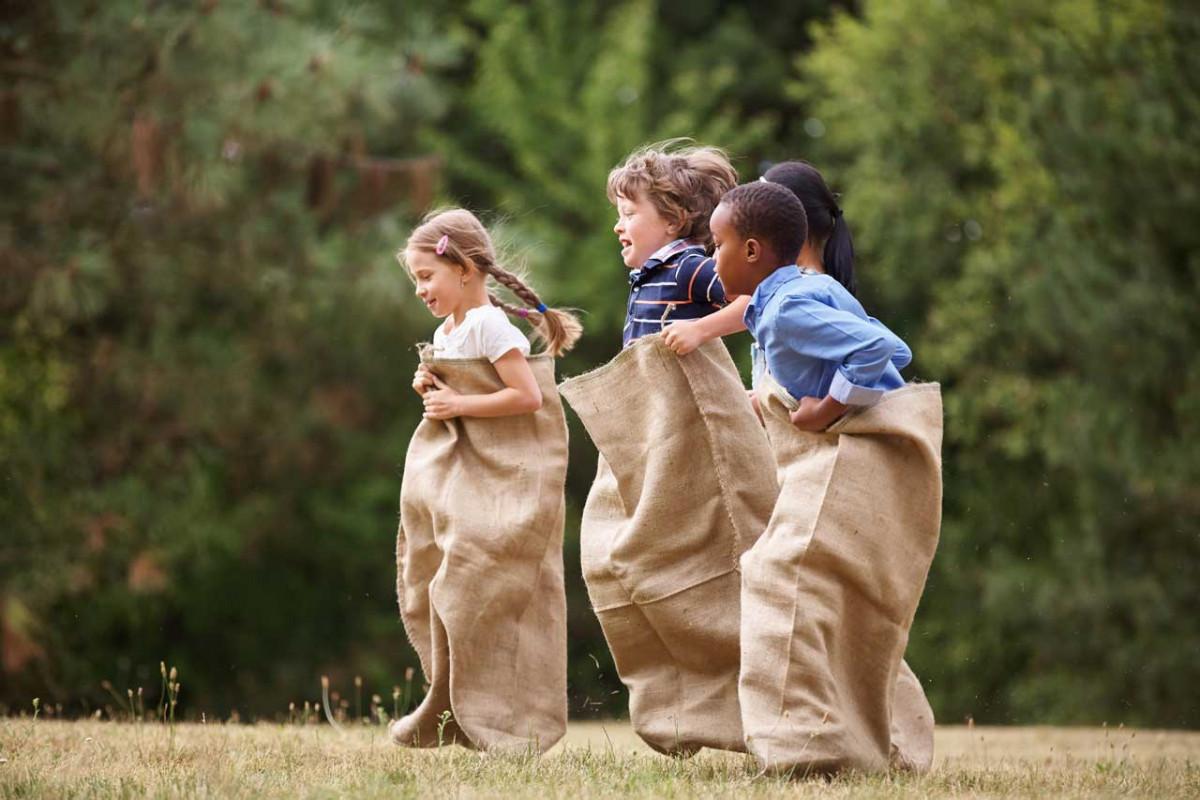 Bewegungsspiele für Kinder bringen Schwung in den Alltag