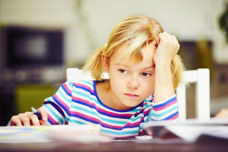 Schlechte Noten im Zeugnis: So nehmen Sie Ihrem Kind die Angst
