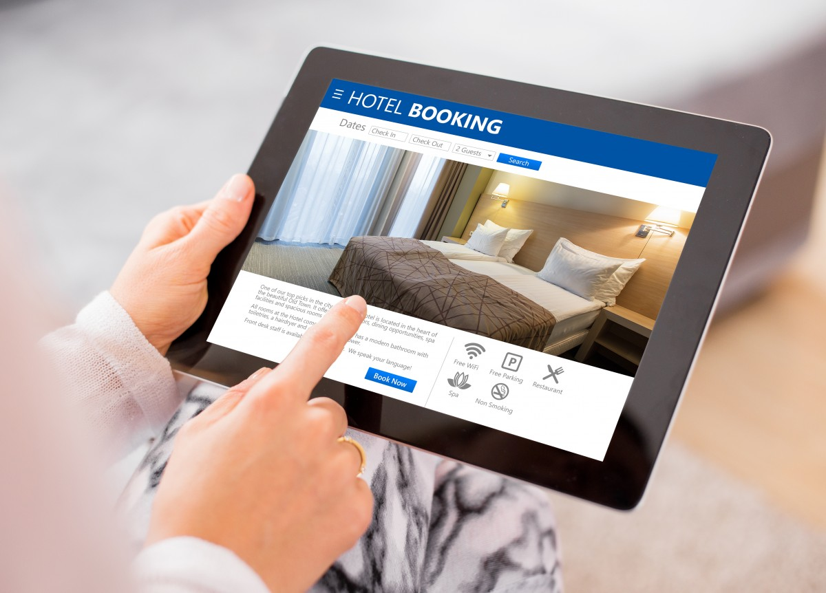 Buchen Sie per E-Mail auf Französisch ein Hotel