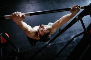 Fit zu Hause: Klimmzüge sind die beste Rückenübung