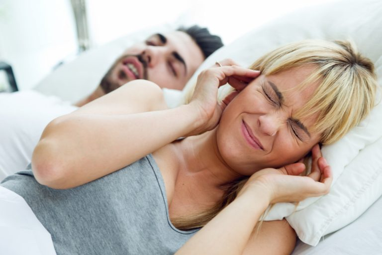 So führt Schnarchen nicht zum ständigen Stress in der Beziehung