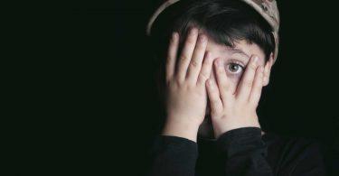 Ängste homöopathisch behandeln: Staphisagria unterdrückt Zorn