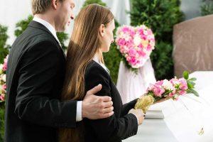 Trauerkleidung-Knigge: So sind Sie passend gekleidet