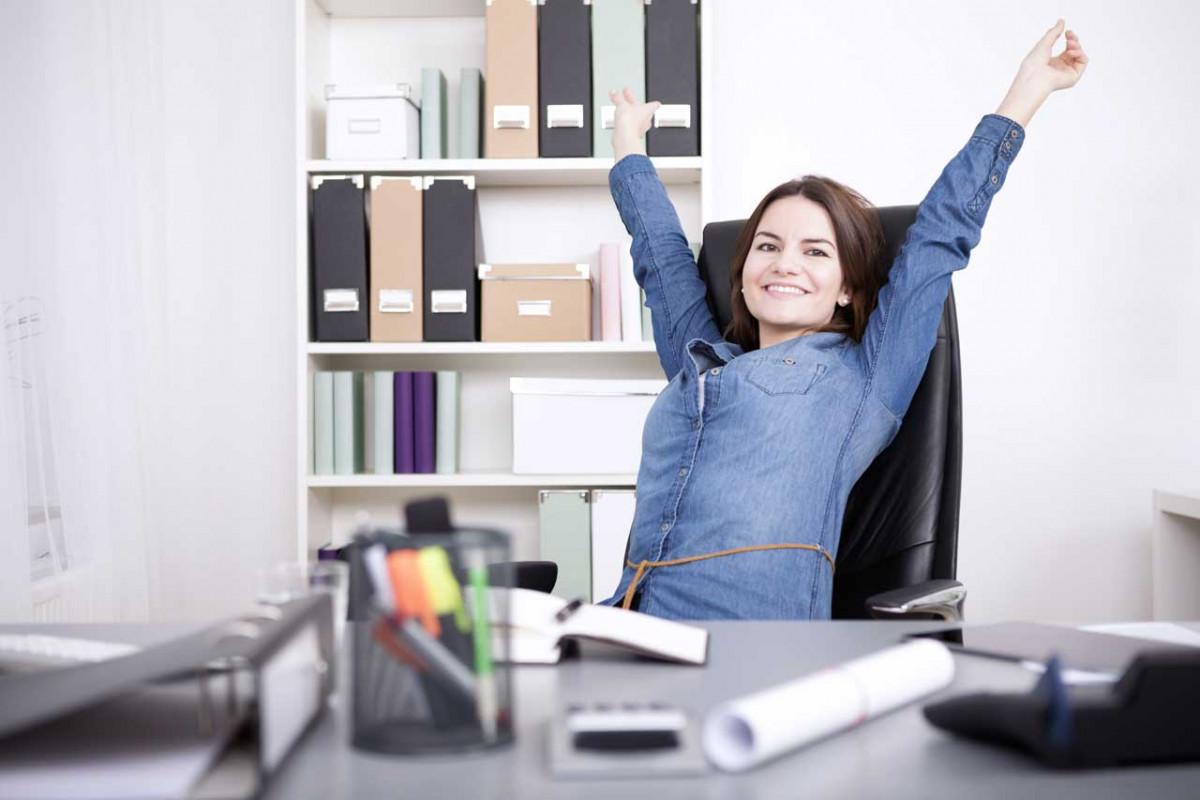 Schnelle Rückenübungen fürs Büro