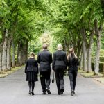 Was tun, wenn die passenden Trauerkleider fehlen?