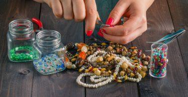 Beliebte Techniken: Perlen weben und mit Perlen basteln