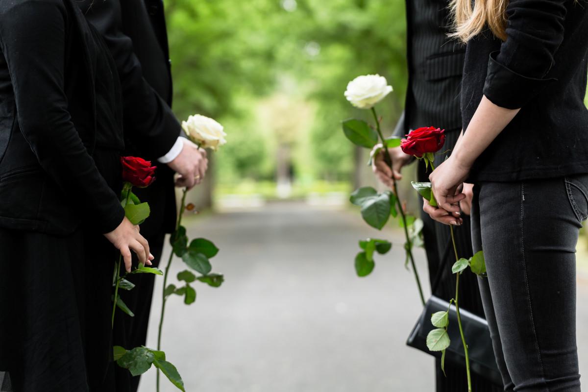 Trauerkleidung – wie lange wird sie getragen?