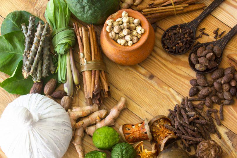 Leichte ayurvedische Küche: Rezept für Zimthuhn mit Birnen-Chutney ...
