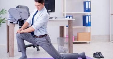 Schreibtisch-Workout – 4 Übungen gegen Muskelverspannungen