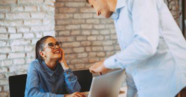 Wie viel Flirt im Büro erlaubt ist