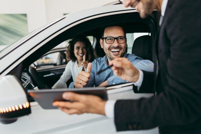 Autokauf: Finanzierung besser vom Händler oder von der Hausbank?