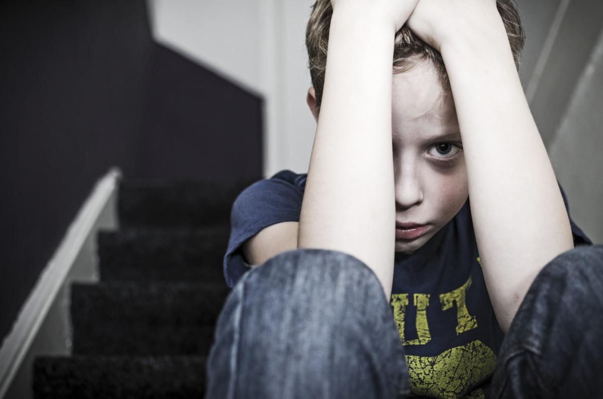 Kinderängste homöopathisch behandeln: Ambra mag keine Fremden