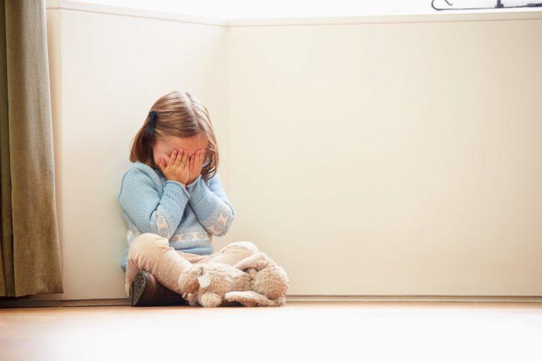 Schulangst und Schulphobie bei Kindern mit Pulsatilla homöopathisch behandeln