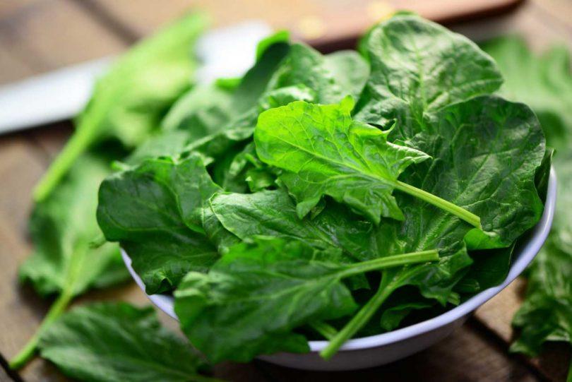 Leichte Ayurvedische Küche: Rezept für Blattgemüse mit Datteln als ...