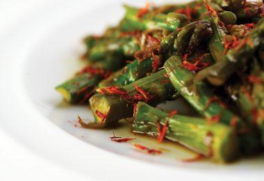 Andalusische Küche: Rezept für grünen Spargel mit Safran